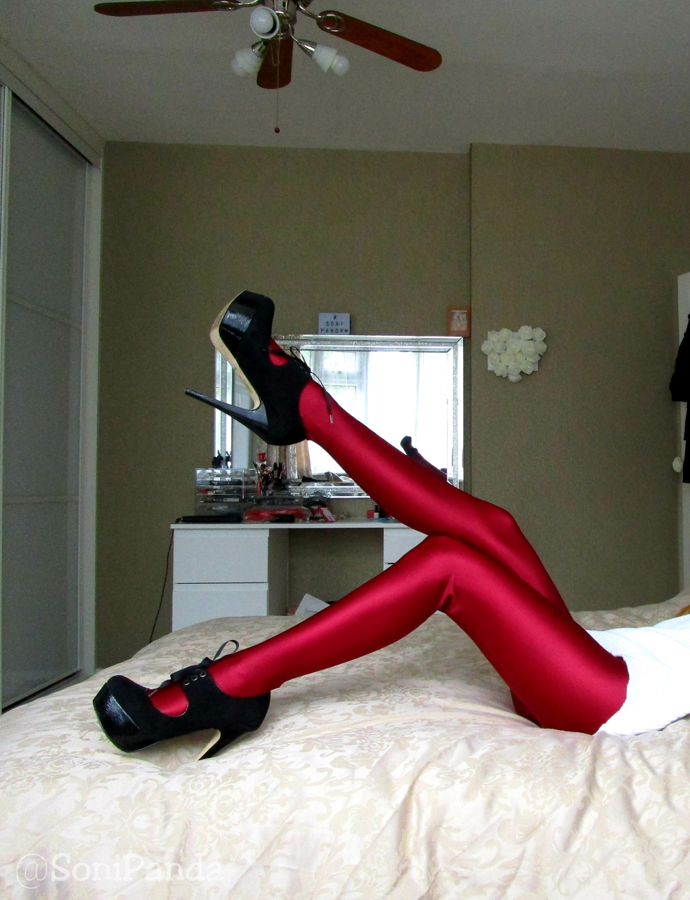 28c75c49ffb86 CdR Uppsala Tights in Rouge – sonipandablog